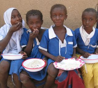 4 girls eating (1)